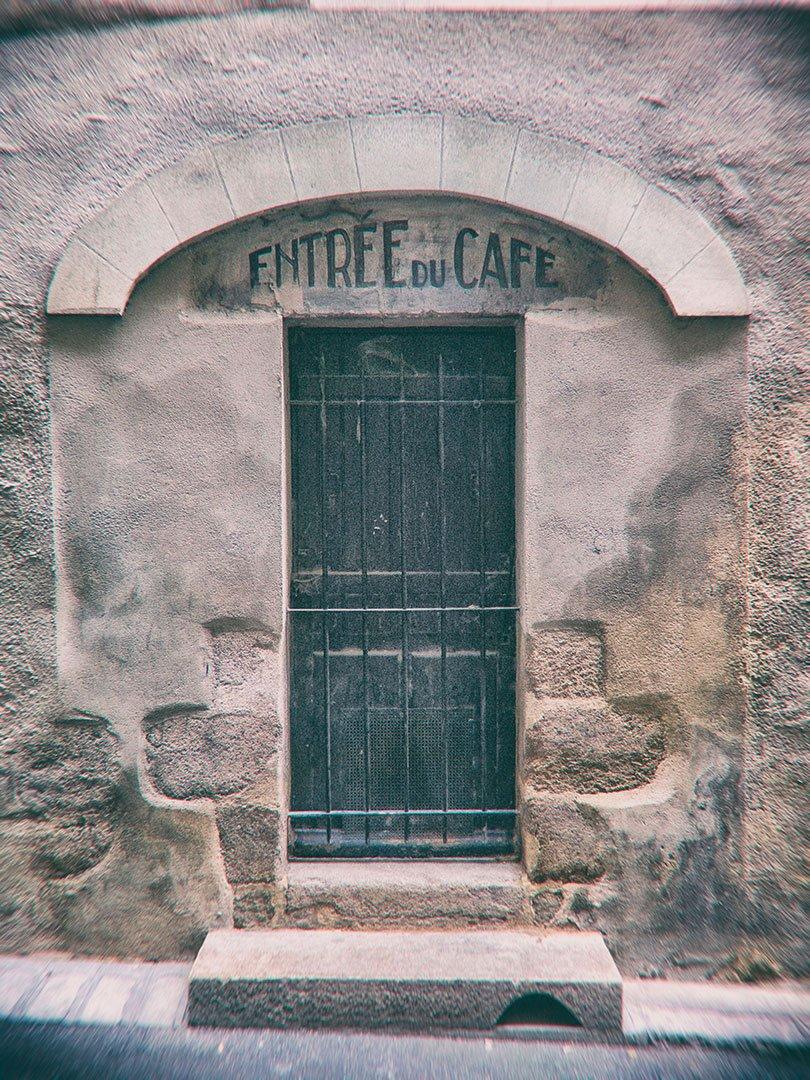 porte avec inscription ancienne