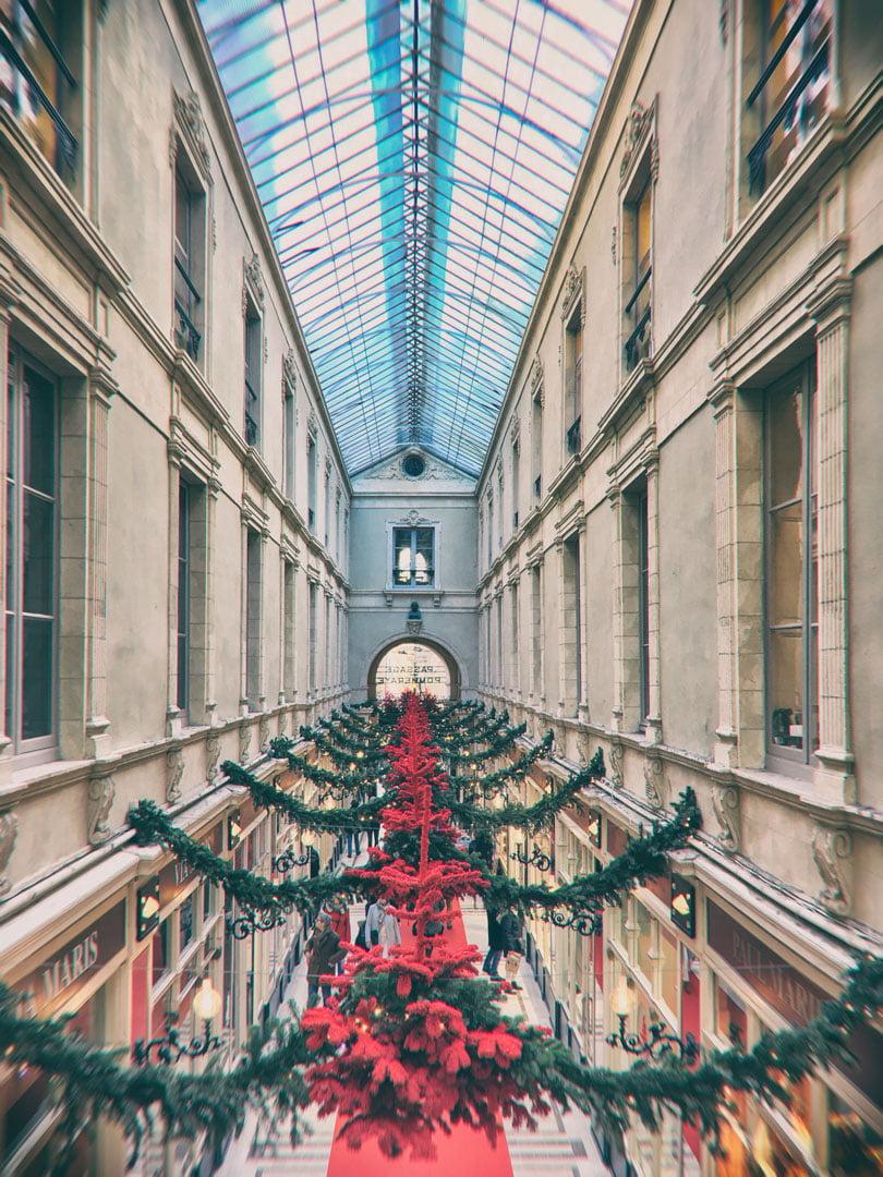galerie marchande décorée pour Noël, vue du dessus